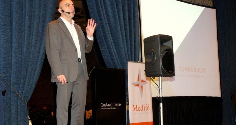 Presentación de Tomas Bulat en el Sheraton Hotel.
